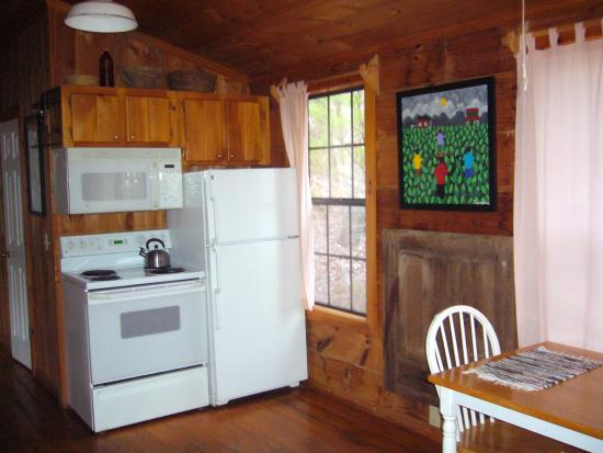 Cottages at Spring House Farm: Kitchen In Flying Bridge Cabin