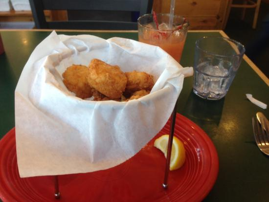 Billy's Chowder House : Side of fried scallops