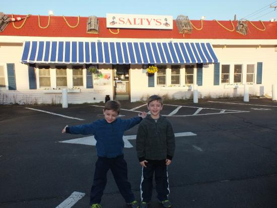 Salty's : We're here !!