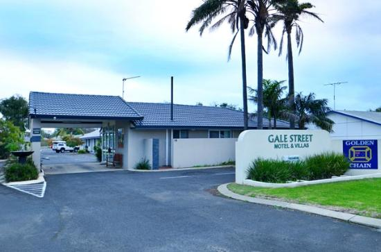 Gale Street Motel & Villas: Front Entrance