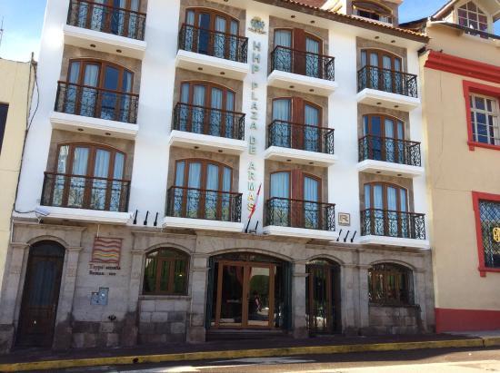 Foto de hotel hacienda plaza de armas puno fachada do for Hotel pistolas