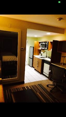 Home2 Suites by Hilton Rochester Henrietta: Kitchen and more