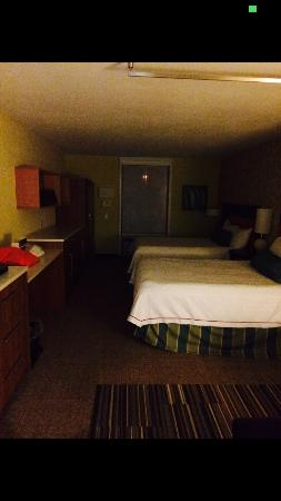 Home2 Suites by Hilton Rochester Henrietta: Bedroom and more