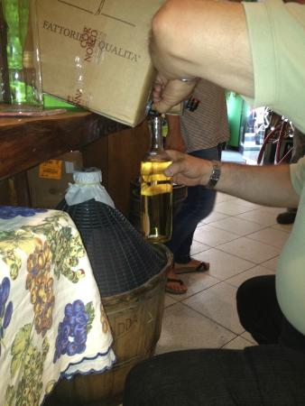 B&B Monte Oliveto: Filling bottle at the wine shop around the corner!