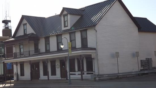 Whitewater, WI: The Sweet Spot is in an old hotel building, it is so charming.