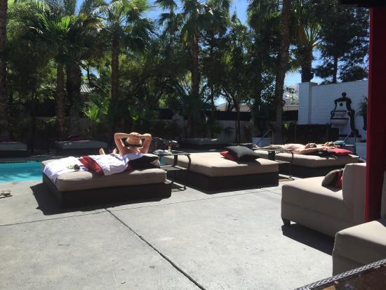 Artisan Hotel: Fun Day At the Pool
