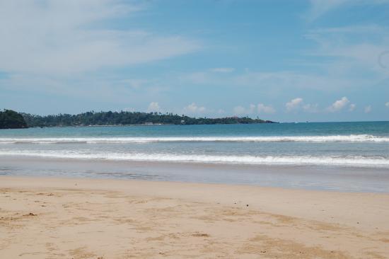 Latheena Resort: Beach looking towards Mirissa