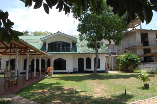 Latheena Resort: Garden