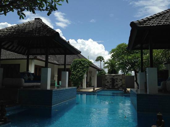 Villa Andaman : 泳池中間水很深