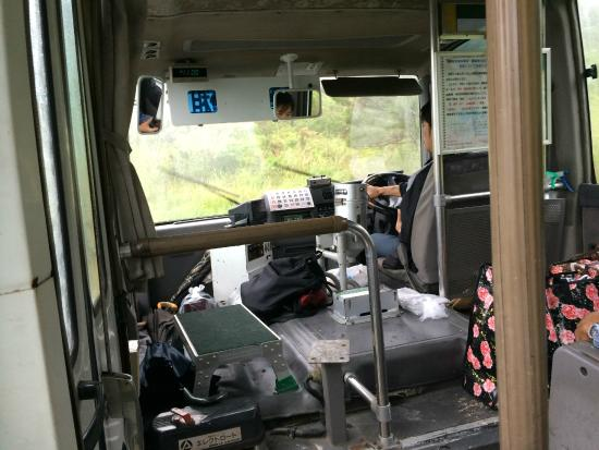 加計呂麻島, バスは島民の大切な足であるとともに、物の運搬も担っているようです
