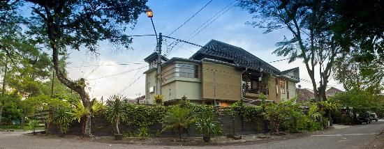 Buminanienie Family Guest House: Outdoor