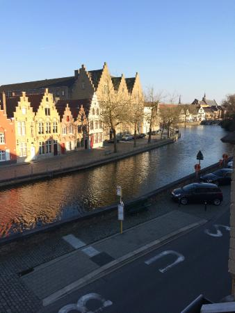 Hotel Ter Duinen: Beautiful view of the canal from our room