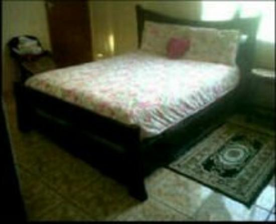 Harper Woods, MI: Black  bed old