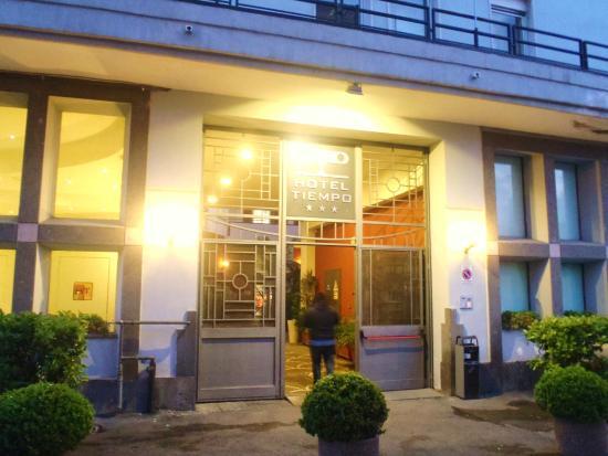 Hotel Tiempo: entrance on via sannio