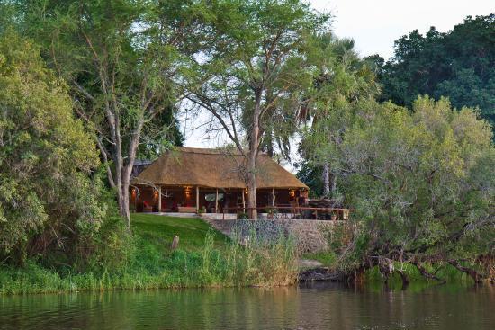 Chundukwa River Lodge: Newly renovated Lounge/Dining Area