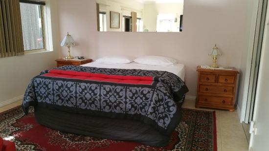 Bonville Lodge Bed and Breakfast: So comfy....sweet dreams!