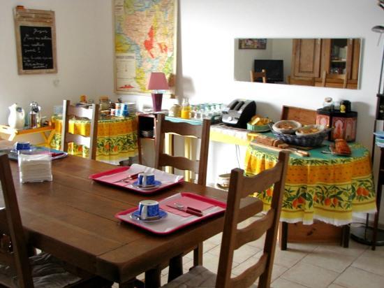 Saint-Thome, France : Petit déjeuner en salle