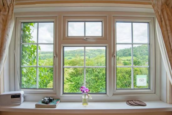 Cwmdu, UK : Breakfast with a view