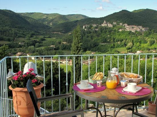 Saint-Thome, France : Petit déjeuner Terrasse