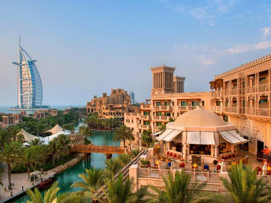 Dubai, De Forenede Arabiske Emirater: Madinat Jumeirah with Burj Al Arab in the backgroud