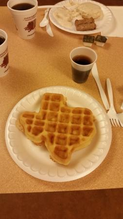 Sleep Inn & Suites: Texas shaped waffle for breakfast!