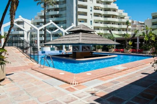 Swim up pool bar open july august picture of the kingfisher club benalmadena tripadvisor for Kingfisher swimming pool prices