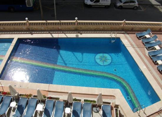 Iris Hotel: Hotel pool