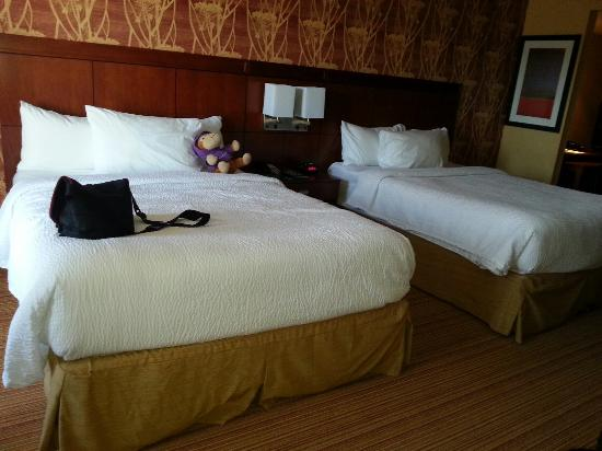 Courtyard by Marriott Calgary Airport: The beds!