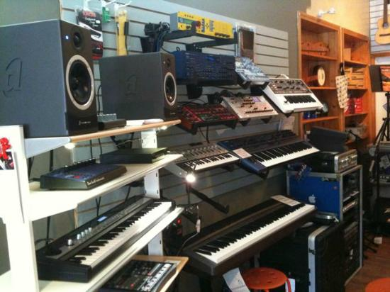 Fredonia, NY: Awesome selection of keyboards, synths, studio monitors