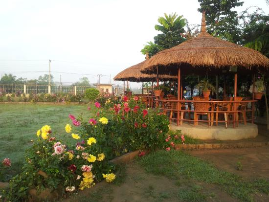 Good Hotel Monalisa Chitwan: The Garden   With Outside Sitting Hut