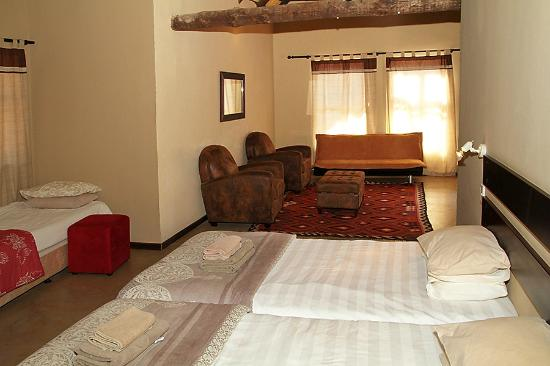 Out of Africa Town Lodge: Room