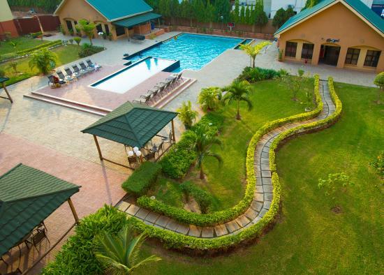 Hawthorn Suites by Wyndham Abuja: Poolside