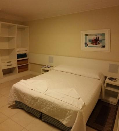 Capao Da Canoa Mar Hotel : Cama confortável e roupas de cama de boa qualidade  (compatíveis com a categoria).