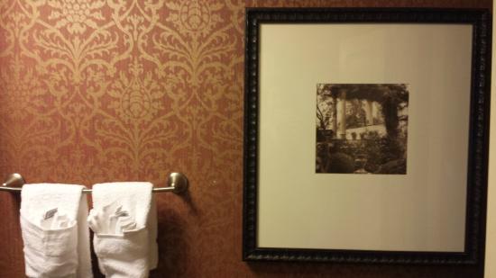 Best Western Savannah Historic District : The bathroom 1
