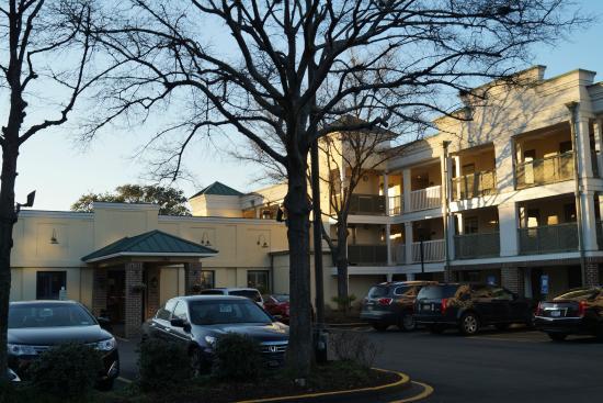 Best Western Savannah Historic District : The parking lot