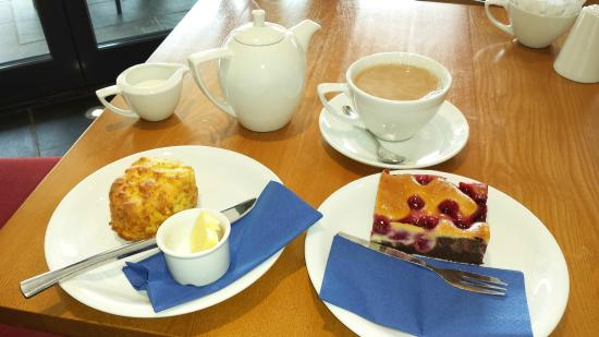 Threlkeld Coffee Shop : Chocolate and cherry cake and a cheese scone