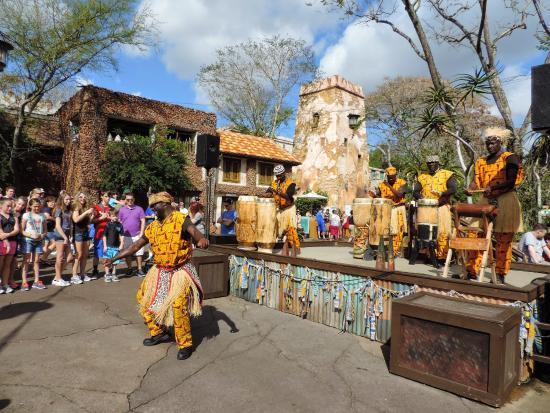 Disney's Animal Kingdom: Our street performers!!!!!!!!!!!!!!!!!