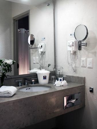 Comfort Inn Puerto Vallarta: Area de Baño