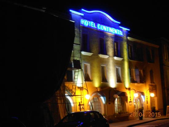 Hotel Continental : Front of hotel at night