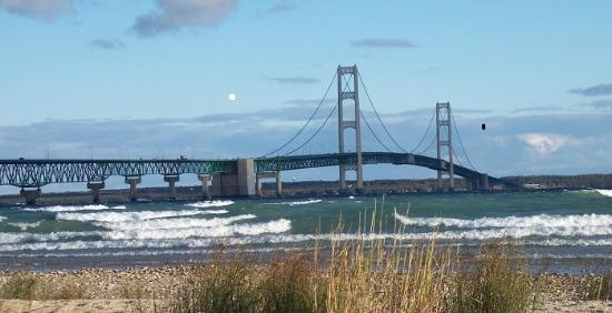 Doll's Paradise Lake Resort: Mackinac Bridge