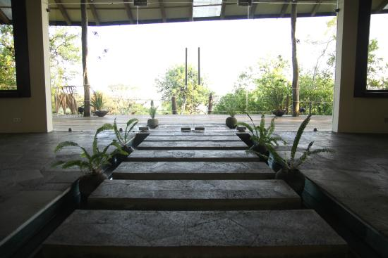 Galapagos Safari Camp: Water feature in main lodge