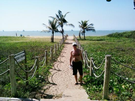 Hostess Hotel: Acesso a praia em frente ao hotel