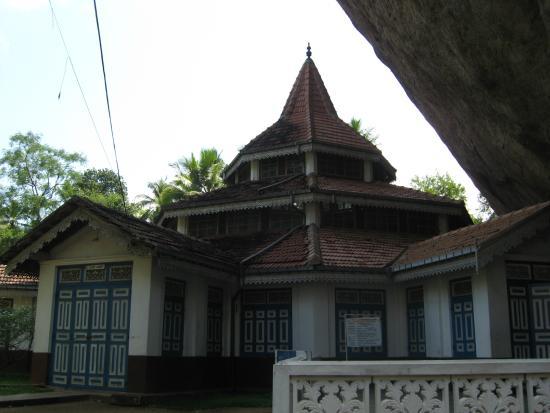 Kalagedihena, Sri Lanka: DharmaShalawa