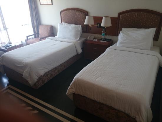 Sarovar Portico Ahmedabad: small room