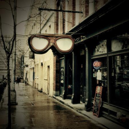 Foggy Goggle: Exterior