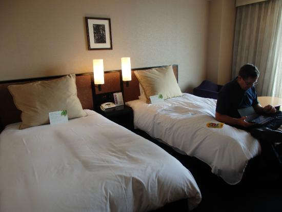 Hotel Granvia Kyoto: The beds and pillows were comfy
