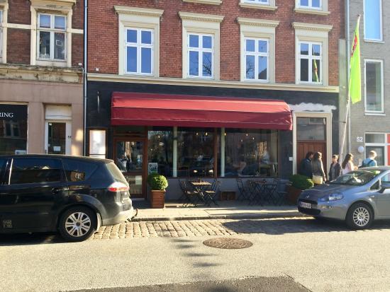 Juliette Cafe & Brasserie: Front