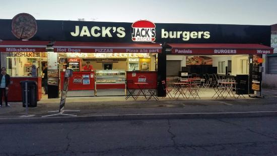 Jack's Burgers : Agrandissement du jacks avec une salle!