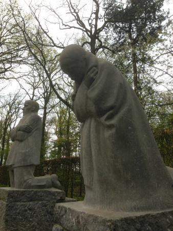 Vladslo German War Cemetery : de treurende ouders