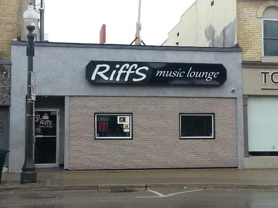 Riffs Music Lounge